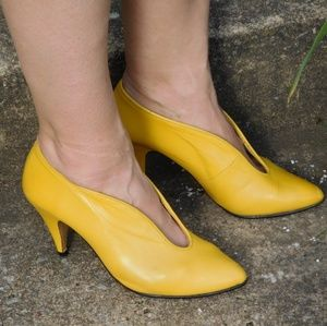Vintage Yellow Pumps with cut out detail